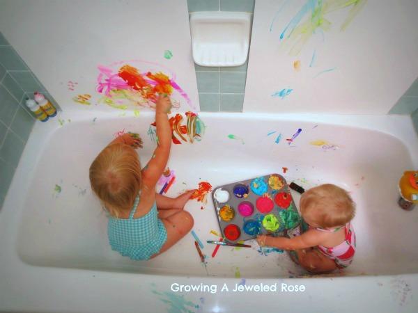 8 idee di gioco per il bagnetto