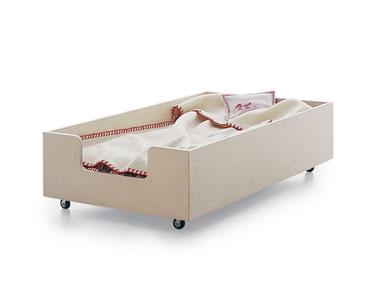 Il lettino montessori for Lettini in legno per bambini