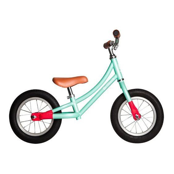 322dc809382eba Ecco gli 8 vantaggi delle bici senza pedali per i bambini: le balance bike  che vengono dal nord sono perfette per imparare a stare in equilibrio e  sono il ...