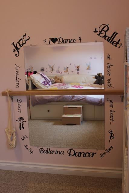 10 idee per decorare la camera di una bambina alle elementari - Idee per decorare una stanza ...