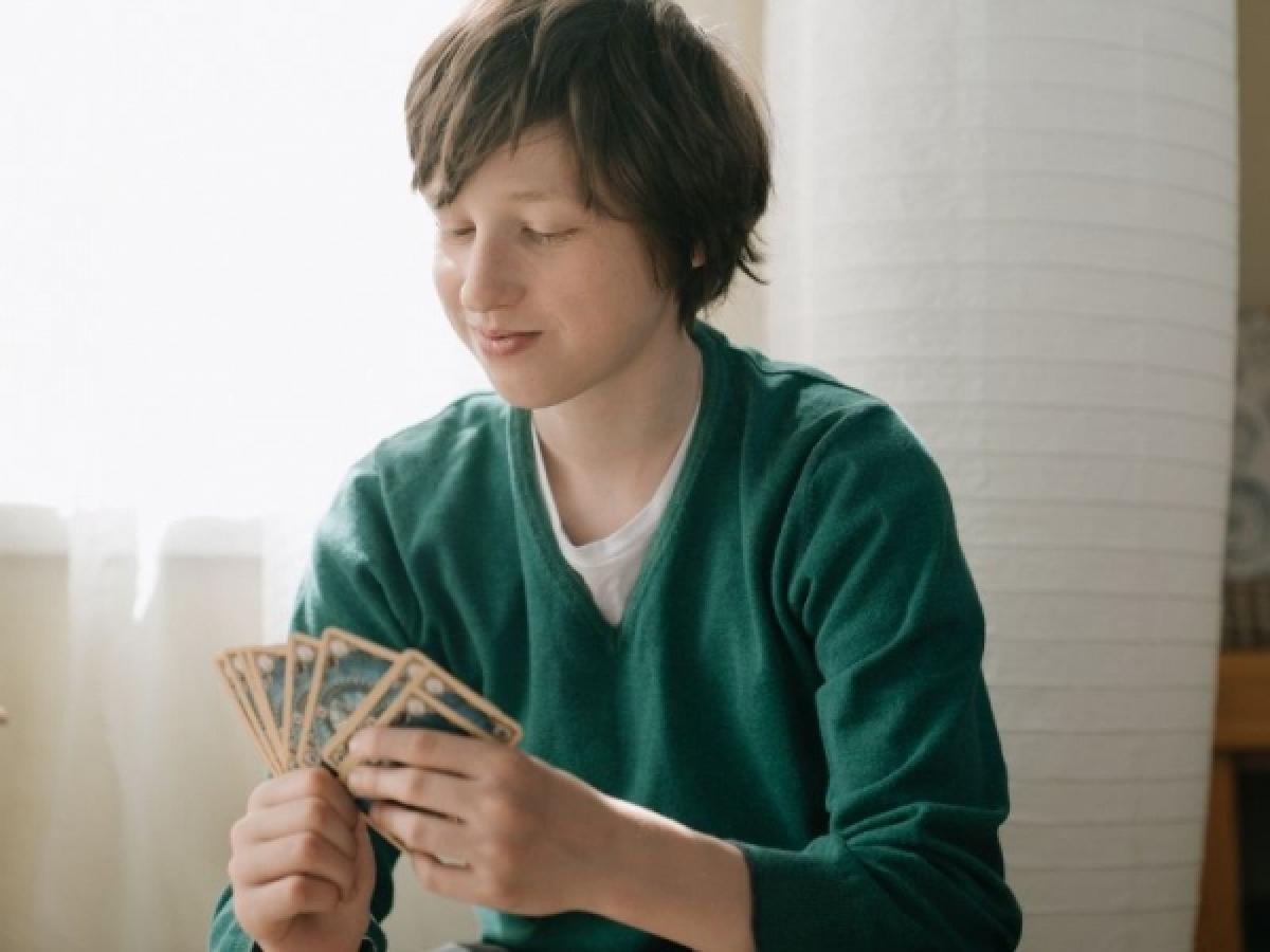 Giochi Da Fare In Giardino 9 giochi con le carte da fare in famiglia