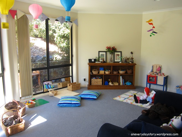 Come creare uno spazio gioco montessori in casa per for Arredamento montessori