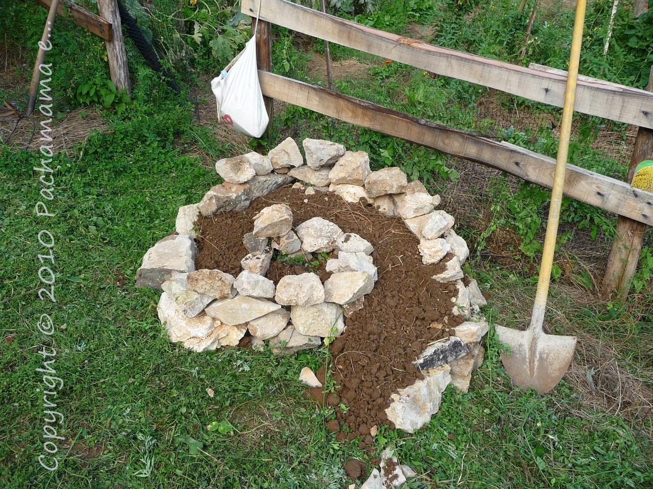 Come costruire la spirale delle erbe aromatiche - Pietre camminamento giardino ...