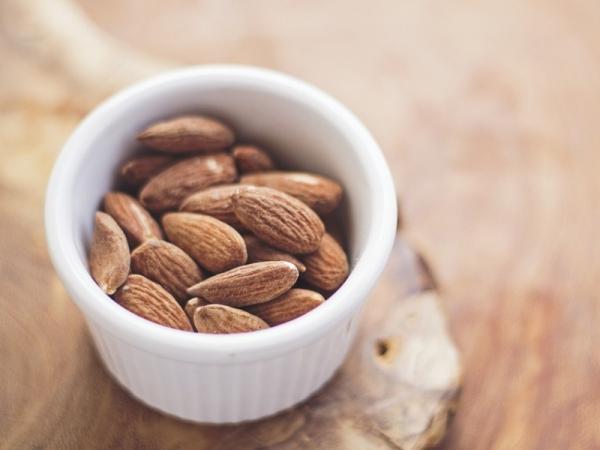 Gli alimenti che fanno bene ai capelli e alla cute - Alimenti che fanno andare in bagno ...