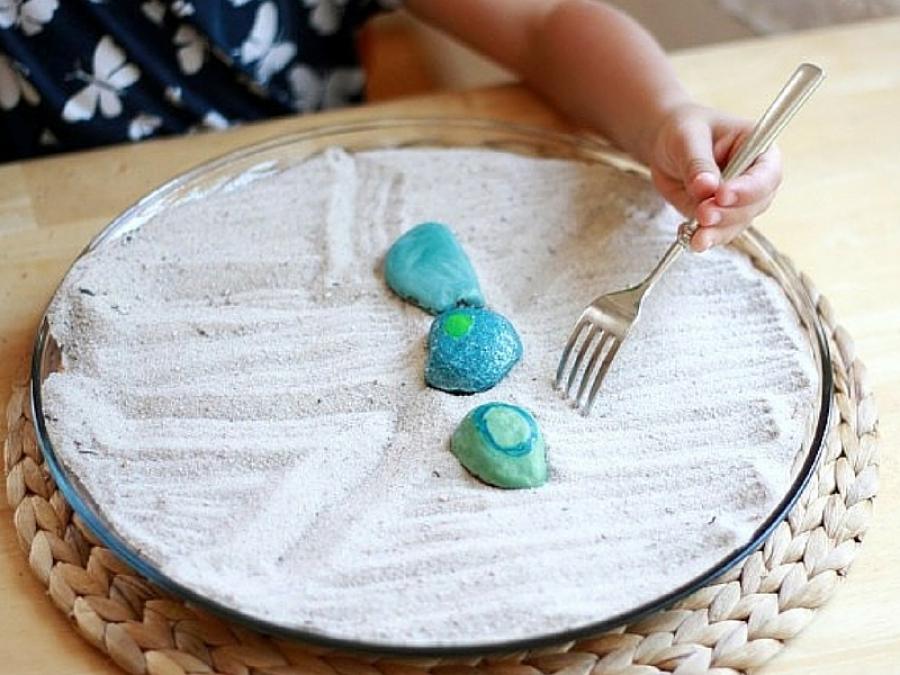 Come creare un piccolo giardino zen per bambini for Creare un giardino semplice