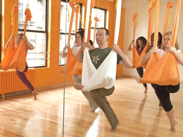Lo yoga sospeso, o antigravity yoga