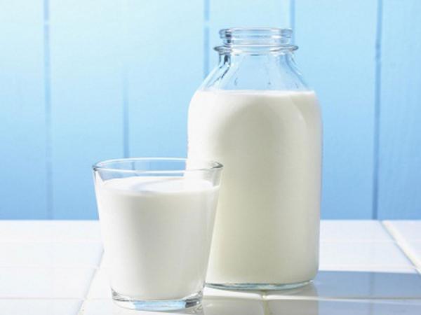 10 buone ragioni per smettere di bere latte e mangiare formaggi