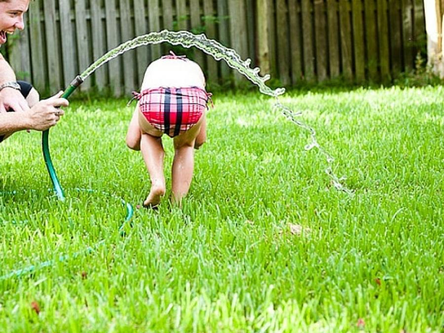 Ben noto 10 giochi d'acqua da fare in estate con i bambini: RJ69